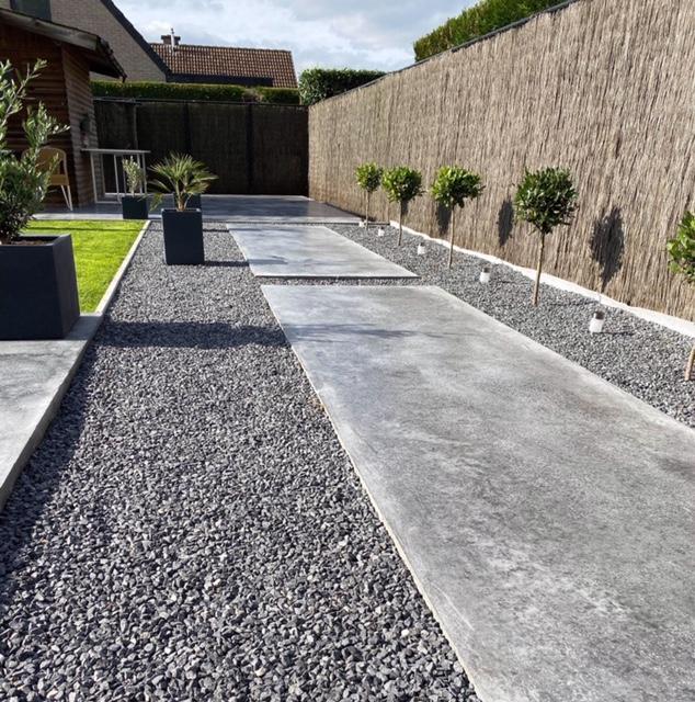 Tuinpad in gepolijste beton